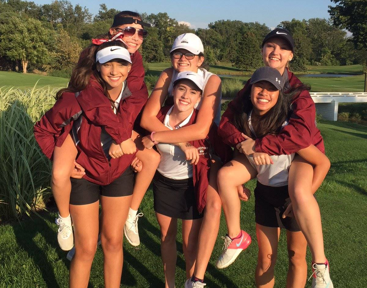 Girls golf team posing for photo