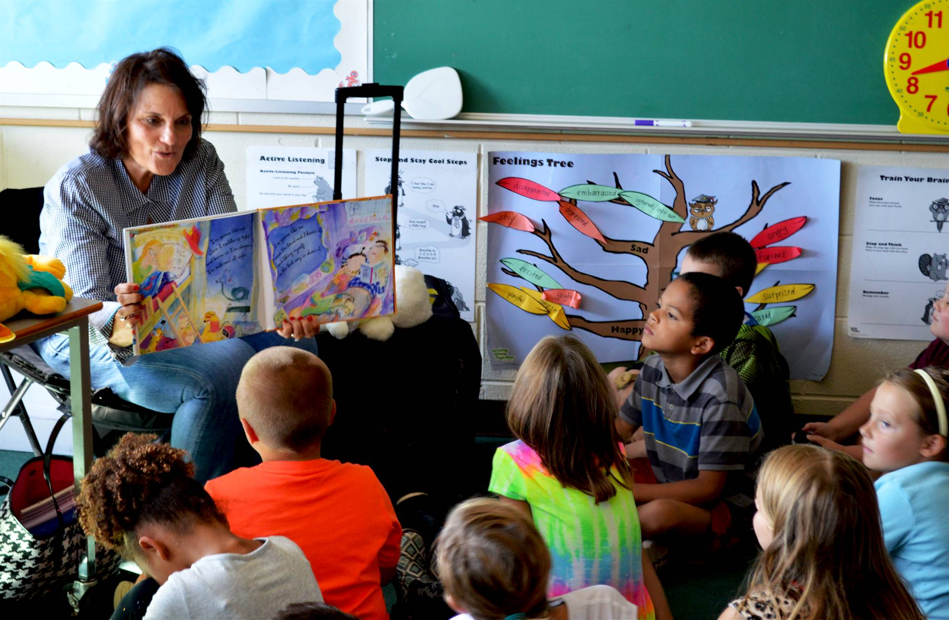 BABES Prevention, volunteer reads to students