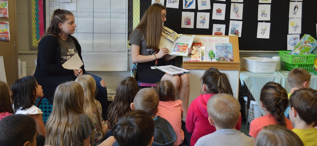 RHS students reading to elementary students